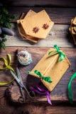 Adornamiento de la cabaña del pan de jengibre de la Navidad Imagen de archivo