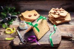 Adornamiento de la cabaña del pan de jengibre para la Navidad Fotografía de archivo