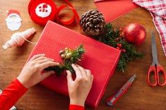 Adornamiento de la caja de regalo Fotografía de archivo libre de regalías