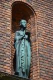 Adornamiento de la estatua en el patio en ayuntamiento Estocolmo, el lugar del banquete del Premio Nobel Foto de archivo
