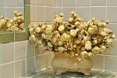 Adornamiento de la flor en sitio Imagen de archivo