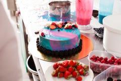 Adornamiento de la torta Fotos de archivo