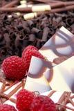 Adornamiento de la torta de chocolate. Fotografía de archivo libre de regalías