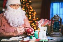 Adornamiento de las chucherías de la Navidad Imagen de archivo libre de regalías