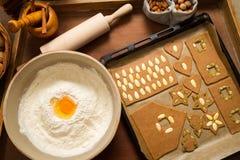 Adornamiento de las galletas del pan de jengibre Fotos de archivo libres de regalías