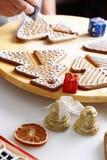 Adornamiento de las galletas del pan de jengibre Imagenes de archivo