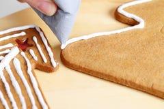 Adornamiento de las galletas del pan de jengibre Fotos de archivo