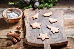Adornamiento de las galletas del pan de jengibre de la Navidad Fotografía de archivo libre de regalías