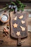 Adornamiento de las galletas del pan de jengibre de la Navidad Imagenes de archivo