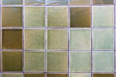 Adornamiento de las tejas de cerámica verdes de la pared Imágenes de archivo libres de regalías