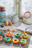 Adornamiento de los anillos de espuma dulces y sabrosos Imagenes de archivo