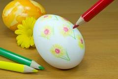 Adornamiento de los huevos de Pascua Imagenes de archivo