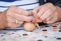 Adornamiento de los huevos de Pascua Foto de archivo
