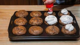 Adornamiento de los molletes del chocolate Imagenes de archivo
