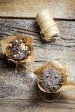 Adornamiento de los molletes del chocolate con la secuencia Fotos de archivo libres de regalías
