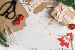 Adornamiento de regalos de Navidad Fotografía de archivo