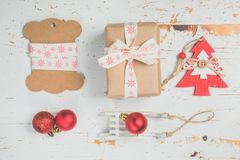 Adornamiento de regalos de Navidad Foto de archivo