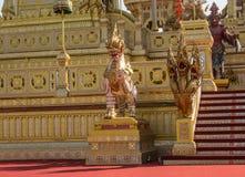 Adornamiento de un crematorio para la ceremonia real de la cremación Fotografía de archivo libre de regalías
