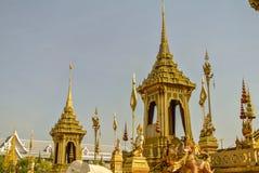 Adornamiento de un lugar para la ceremonia real de la cremación Fotos de archivo