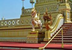 Adornamiento de un lugar para la ceremonia real de la cremación Fotografía de archivo libre de regalías