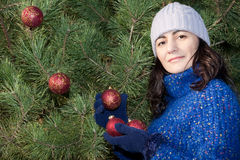 Adornamiento del árbol de navidad Imagen de archivo