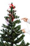 Adornamiento del árbol de navidad Imagenes de archivo
