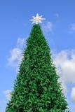 Adornamiento del árbol de navidad del día de fiesta Imagen de archivo libre de regalías