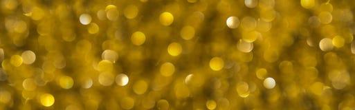 Adornamiento del árbol de navidad en el oro Fotos de archivo