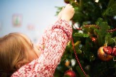 Adornamiento del árbol de navidad espeso Imagen de archivo libre de regalías
