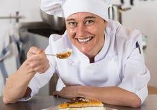 Adornamiento del chef de repostería Imagen de archivo libre de regalías