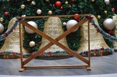 Adornamiento del espacio con el árbol de navidad para el ` s de la Navidad del ` s del día de fiesta y del Año Nuevo Fotografía de archivo