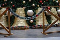 Adornamiento del espacio con el árbol de navidad para el ` s de la Navidad del ` s del día de fiesta y del Año Nuevo Fotos de archivo