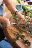 Adornamiento del ramo de la Navidad con los ornamentos y las ramas de árbol Imágenes de archivo libres de regalías