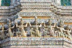 Adornamiento del Stupa en Wat Arun Imágenes de archivo libres de regalías