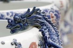 Adornamiento en el tarro de la porcelana Fotos de archivo libres de regalías