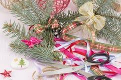 Adornamiento para el caos creativo de la celebración de la Navidad Imagen de archivo libre de regalías