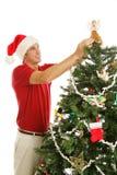 Adornando el árbol de navidad - poner ángel Imagen de archivo libre de regalías