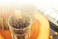 Adorne a casa con los granos de café Imagen de archivo libre de regalías