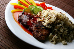 Adorne con la carne y el arroz fritos Foto de archivo libre de regalías