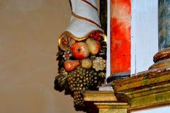 Adorne dentro de la iglesia medieval fortificada en el valle del viñedo, Transilvania Imagen de archivo