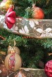 Adorne el árbol de navidad Fotos de archivo