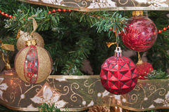 Adorne el árbol de navidad Imagen de archivo libre de regalías