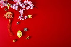 Adorne el Año Nuevo chino 2019 en un fondo rojo (caracteres chinos Fu en el artículo refiera a la buena suerte, riqueza, flujo de imágenes de archivo libres de regalías
