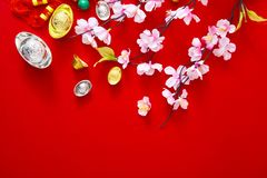 Adorne el Año Nuevo chino 2019 en un fondo rojo (caracteres chinos Fu en el artículo refiera a la buena suerte, riqueza, flujo de imagen de archivo libre de regalías