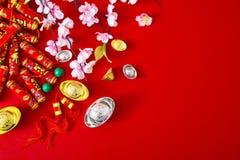 Adorne el Año Nuevo chino 2019 en un fondo rojo (caracteres chinos Fu en el artículo refiera a la buena suerte, riqueza, flujo de fotos de archivo