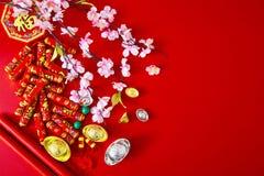 Adorne el Año Nuevo chino 2019 en un fondo rojo (caracteres chinos Fu en el artículo refiera a la buena suerte, riqueza, flujo de imagenes de archivo
