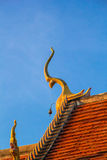 Adorne el aguilón superior del templo tailandés Imagen de archivo libre de regalías