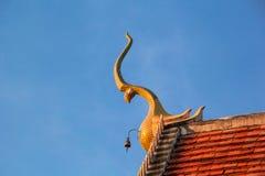 Adorne el aguilón superior del templo tailandés Fotografía de archivo libre de regalías