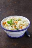 Adorne el arroz con las diversas verduras Imágenes de archivo libres de regalías
