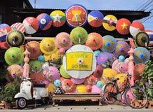 Adorne el paraguas hecho a mano colorido Imagenes de archivo